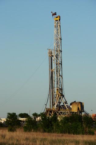 Texas Barnett Shale gas drilling rig near Alvarado, Texas