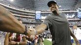 El defensivo Michael Sam fue cortado del cuadro de prácticas de los Cowboys el martes.