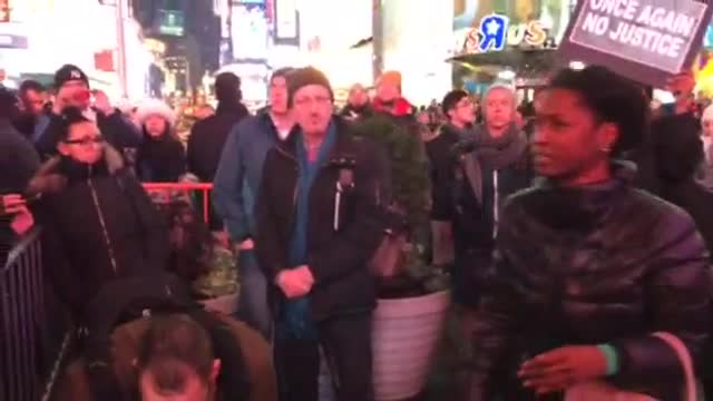 Protestors crowd into Midtown after Eric Garner decision (Video)