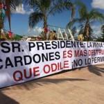 Antimineros reciben a Peña Nieto en Los Cabos con mensajes contra Los Cardones