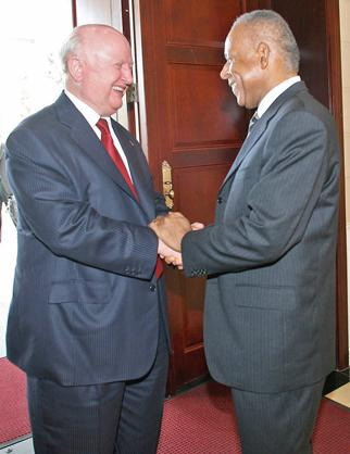 Secretary Bodman shakes Prime Minister Patrick Manning's hand