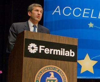 Acting Deputy Secretary Jeff Kupfer speaks to employees at DOE's Fermi National Accelerator Laboratory