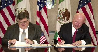 Secretary Bodman and Mexican Minister Carstens sign an agreement
