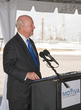 Secretary Bodman speaks at the groundbreaking for a Motiva refinery expansion in Texas