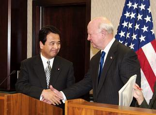 Secretary Bodman meets Akira Amari, Japanese Minister of Economy, Trade and Industry