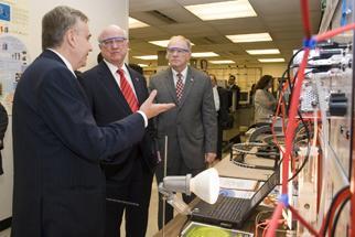 Secretary Bodman and Congressman Chabot tour the University of Cincinnati College