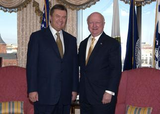 Secretary Bodman meets the Prime Minister Yanukoyuch of Ukraine