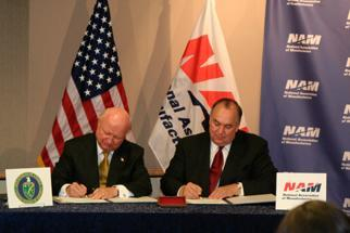 Secretary Bodman signs a MOU with the National Association of Manufacturers