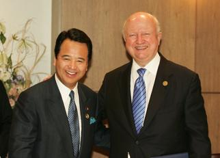 Secretary Bodman appears with Japanese Minister of Economy, Trade and Industry Akira Amari, at the Five-Country Energy Ministerial in Aomori, Japan