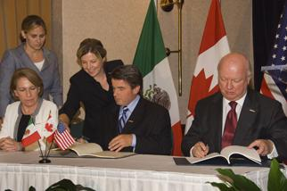 Secretary Bodman signs a Trilateral Agreement with his Canadian and Mexican counterparts