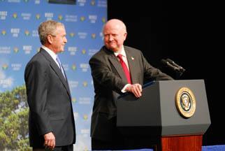 Secretary Bodman introduces President Bush at the Washington International Renewable Energy Conference