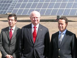 Secretary Bodman poses with Portuguese Minister for Economy and Innovations Manuel Pinho at a Solar Photovoltaic Plant