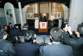 Secretary Bodman in front of a mockup nuclear reactor taking questions from the Japanese media