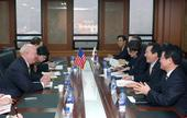 Secretary Bodman, Korean Minister of Industry, Energy and Commerce, Chung Sye-kyun and their delegations
