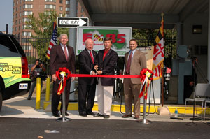 Secretary Bodman and Maryland Governor Ehrlich cut the ribbon while Fred Davis, Energy Administration Director, and Jason Scott, President of Maryland Grain Producers Utilization Board, look on.