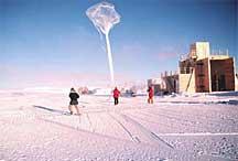 Launching an ozonesonde