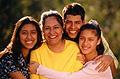 Fotografía de una familia hispana