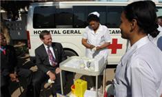 Secretary Leavitt participates in HIV testing in Mozambique