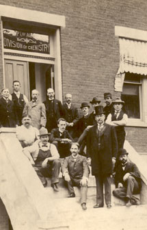 photo of members of the Divison of Chemistry, circa 1899