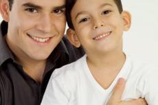 Fotografía de un hombre y un niño