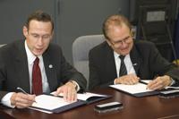 NOAA Administrator Conrad C. Lautenbacher, Jr. (left) and DOE Under Secretary for Science Dr. Raymond L. Orbach (right).