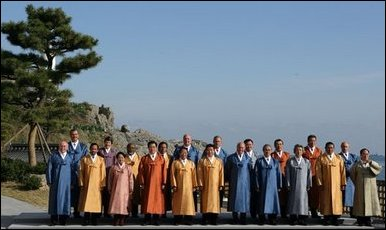 Leaders of the Asian Pacific Economic Cooperation stand for the official 2005 APEC photograph Saturday, Nov. 19, 2005, at the Nurimaru APEC house in Busan, Korea. The photograph came on the final day of the two-day economic summit. White House photo by Paul Morse