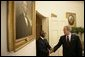 President George W. Bush welcomes President Thabo Mbeki of South Africa, to the Oval Office of the White House Wednesday, June 1, 2005.  White House photo by Eric Draper