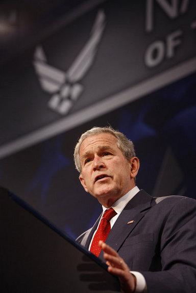 La Guerra Mundial Contra El Terrorismo fue el tema del discurso que el Presidente George W. Bush pronunció el pasado 27 de marzo de 2008, en los predios del Museo Nacional de la Fuerza Aérea de Estados Unidos, en Dayton, Ohio. Foto por Eric Draper de la Casa Blanca.