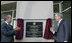 El Presidente George W. Bush y su homólogo de México, Felipe Calderón, inauguraron el nuevo consulado de México en la ciudad de Nueva Orleáns, Luisiana, el pasado 21 de abril de 2008.