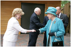 Mrs. Lynne Cheney greets Her Majesty Queen Elizabeth II of Great Britain Friday, May 4, 2007 during 400th anniversary celebrations at Jamestown Settlement in Williamsburg , Virginia. White House photo by David Bohrer