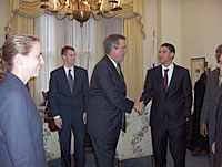 Governor Jeb Bush meets with the class of 2005-2006.