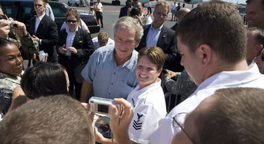 President George W. Bush poses for photographs with military personnel Saturday, Sept 8, 2007, prior to his departure from Hickam Air Force Base, Honolulu. The stop was the last on a weeklong trip abroad. White House photo by Chris Greenberg