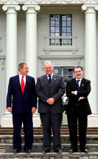 President George W. Bush poses with Swedish Prime Minister Goran Person and European Union Commission President Romano Prodi at Gunnebo Slot near Goteborg, Sweden on Wednesday June 14, 2001. WHITE HOUSE PHOTO BY PAUL MORSE