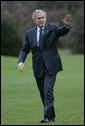 President George W. Bush waves as he walks from Marine One upon his return to the White House, Thursday, Nov. 30, 2006, following his trip to Estonia, Latvia and Jordan. White House photo by Kimberlee Hewitt