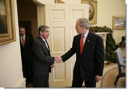President George W. Bush welcomes President Oscar Arias Sanchez of Costa Rica to the Oval Office, Wednesday, Dec. 6, 2006. White House photo by Eric Draper