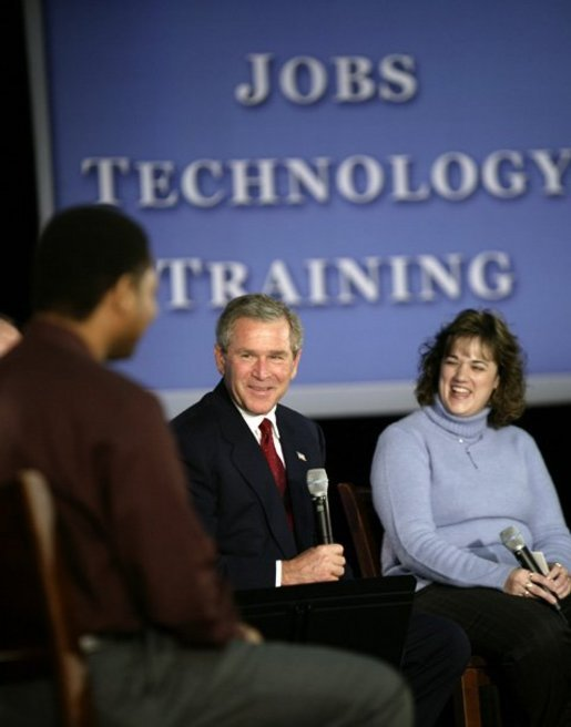 President George W. Bush chats with students about education and job training at Forsyth Technical Community College in Winston-Salem, N.C., Friday, Nov. 7, 2003 White House photo by Paul Morse