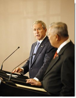 President George W. Bush, joined by Prime Minister Samak Sundaravej of Thailand, addresses his remarks during a joint statement Wednesday, Aug. 6, 2008, at the Government House in Bangkok. White House photo by Chris Greenberg