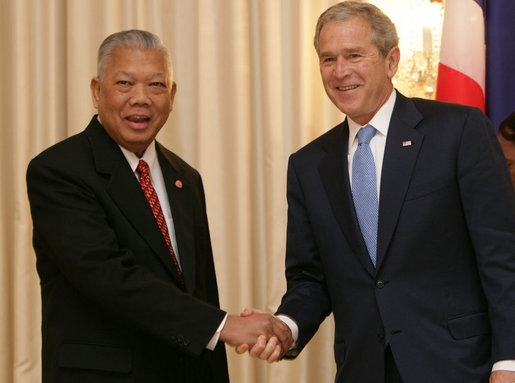 President George W. Bush is greeted by Prime Minister Samak Sundaravej of Thailand at a welcoming ceremony Wednesday, Aug. 6, 2008, in the Ivory Room of the Government House in Bangkok. White House photo by Chris Greenberg