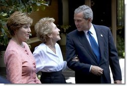 President George W. Bush and Mrs. Bush visit with Nancy Reagan outside the former First Lady's residence in Bel Air, Calif., Thursday, Aug. 12, 2004.  White House photo by Eric Draper