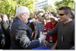 Vice President Dick Cheney shakes hands with NASA staff at the Jet Propulsion Laboratory in Pasadena, Calif., Jan 14, 2004.  White House photo by David Bohrer