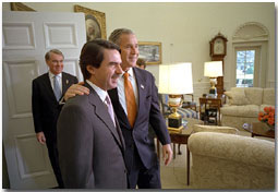"""President George W. Bush welcomes the President of Spain Jose Maria Aznar to the Oval Office Nov. 28. """"Recently, Spain has arrested al Qaeda members and has shared information about those al Qaeda members,"""" said President Bush in his remarks to the media. """"And for that, Mr. President, the American people are very grateful."""" White House photo by Eric Draper."""