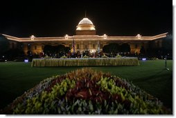 President and Mrs. Bush are guests of honor at the State Dinner Thursday, March 2, 2006, at Rashtrapati Bhavan in New Delhi.  White House photo by Eric Draper