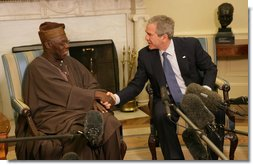 President George W. Bush welcomes Nigerian President Olusegun Obasanjo to the Oval Office Wednesday, March 29, 2006.  White House photo by Shealah Craighead