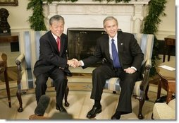 President George W. Bush welcomes Dr. Lee Jong-wook, the Director-General of the World Health Organization, to the Oval Office, Tuesday, Dec. 6, 2005.  White House photo by Eric Draper