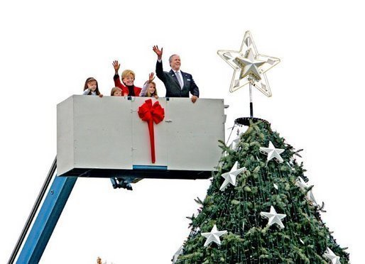 After placing a star on the National Christmas Tree, Lynne Cheney, wife of Vice President Dick Cheney, participates in the annual Pageant of Peace tree-topping tradition with Peter Nostrand, chairman of the Christmas Pageant of Peace program, right, and her three grandchildren (from left): Elizabeth Perry, 7, Grace Perry, 4, Kate Perry, 10, on the Ellipse near the White House Tuesday, Nov. 23, 2004. The 81st lighting of the famous tree takes place Dec. 2, 2004. White House photo by David Bohrer