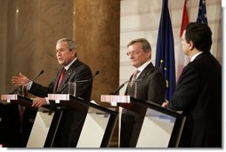 "President George W. Bush delivers a statement during a press availability Wednesday, June 21, 2006, with Chancellor Wolfgang Schuessel of Austria, center, and European Union President Jose Manuel Barroso at the Hofburg Palace in Vienna during U.S.-EU Summit. Said the President, ""We talked about democracy and new democracies, and I want to thank the European Union for its strong support of Afghanistan and Iraq."" White House photo by Paul Morse"
