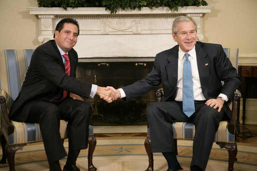 President George W. Bush welcomes Panama's President Martin Torrijos to the Oval Office, Friday, Feb. 16, 2007. White House photo by Eric Draper