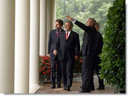President George W. Bush and President Luiz Inacio Lula da Silva of Brazil walk along the colonnade in the Rose Garden Friday, June 20, 2003.  White House photo by Paul Morse