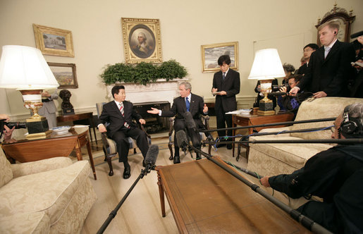 President George W. Bush and President Roh Moo-hyun of South Korea meet with the press in the Oval Office Thursday, Sept. 14, 2006. White House photo by Eric Draper