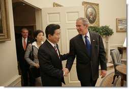 President George W. Bush welcomes President Roh Moo-hyun of South Korea to the Oval Office Thursday, Sept. 14, 2006. White House photo by Eric Draper